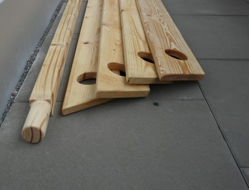 Marktvorbereitungen und Holzarbeiten