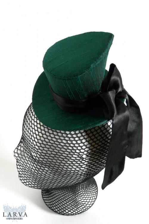 [:de]Grüner asymmetrischer Zylinder[:en]Green asymmetric top hat
