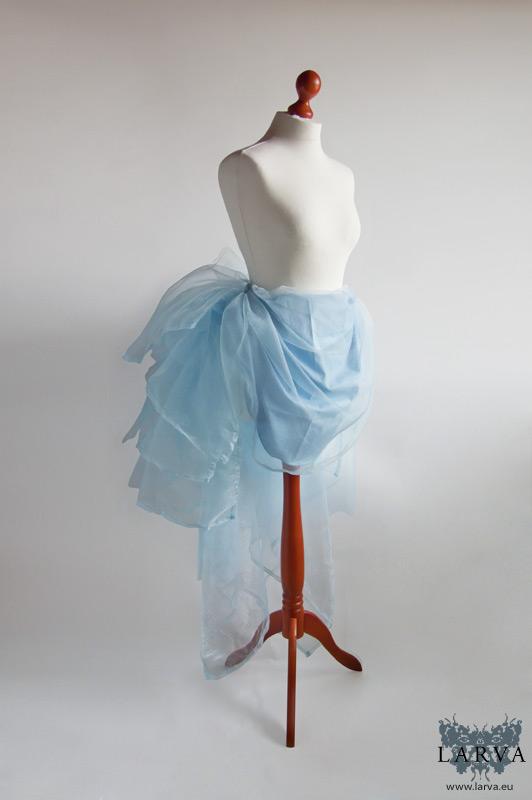 [:de]Blaue Tournüre[:en]Blue bustle